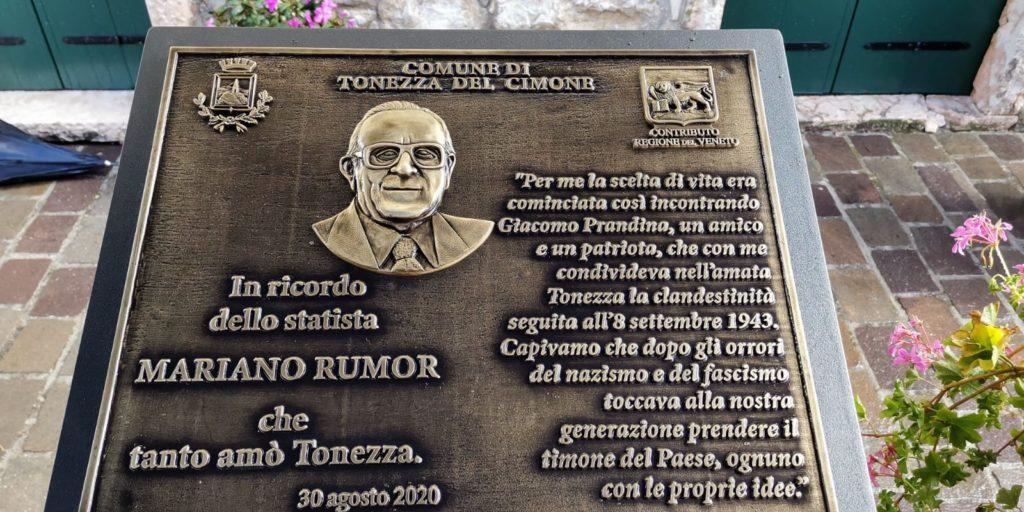 Targa dedicata a Mariano Rumor